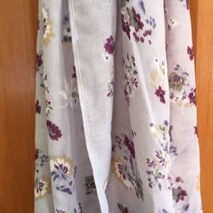 🧜🏻♀️ Beautiful purple floral scarf